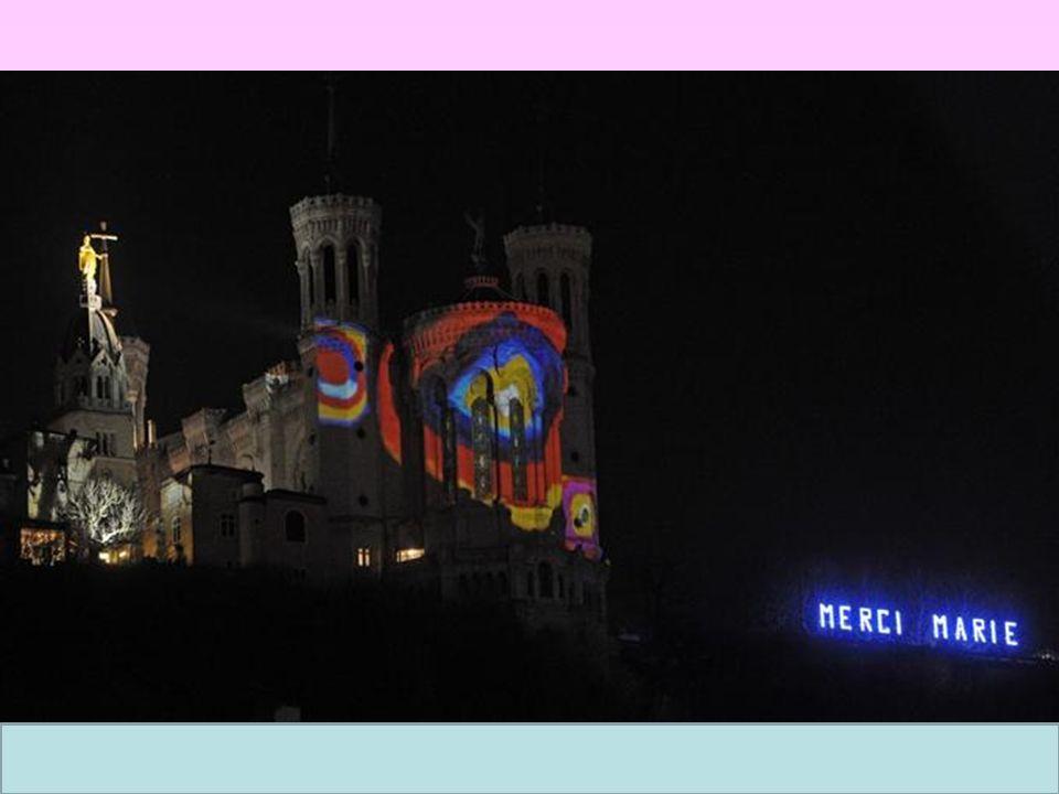 Pour lunicef les lumignons sont vendus devant L église Saint-Nizier