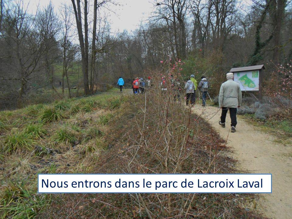 Nous entrons dans le parc de Lacroix Laval