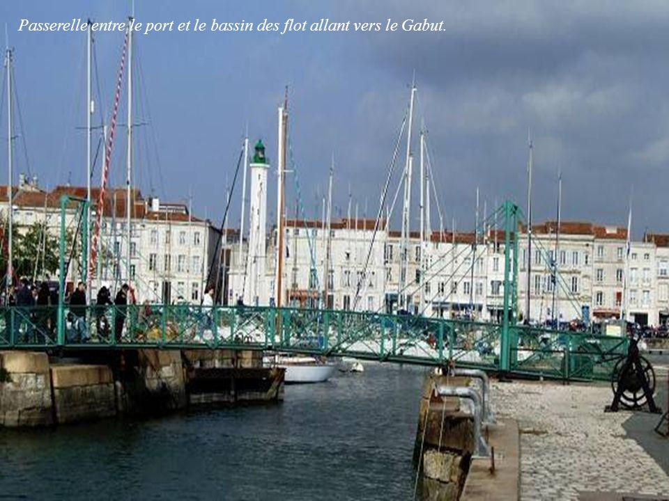 Passerelle entre le port et le bassin des flot allant vers le Gabut.