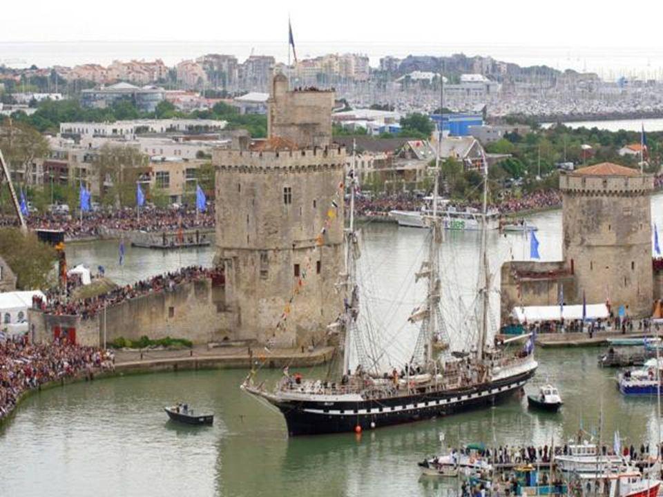 Port La Rochelle - Pallice Cette zone portuaire depuis quelques années est interdite au Public