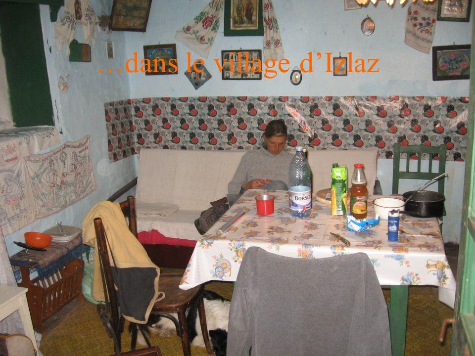 …dans le village dIzlaz