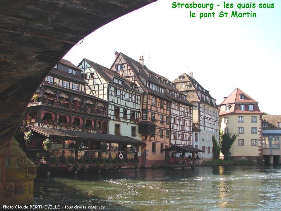 Strasbourg – les quais sous le pont St Martin
