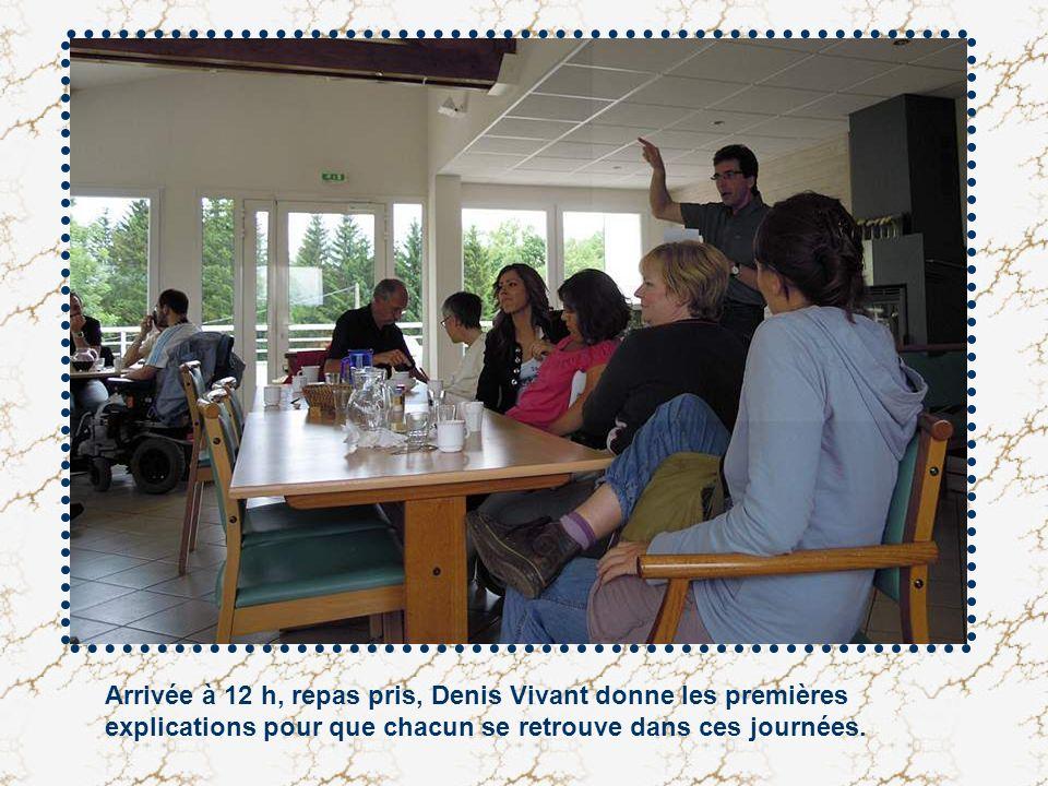 Arrivée à 12 h, repas pris, Denis Vivant donne les premières explications pour que chacun se retrouve dans ces journées.