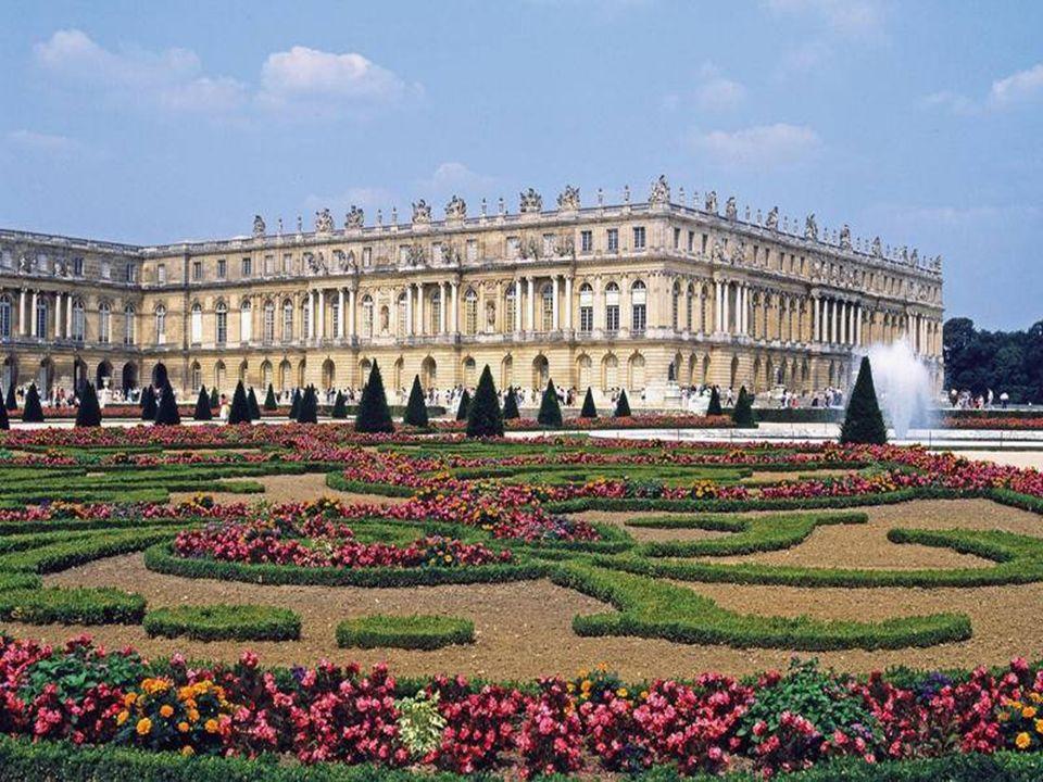 Les jardins de Versailles Louis XIV charge André le Nôtre et Jean-Baptiste Colbert de la création des jardins de Versailles en 1661.