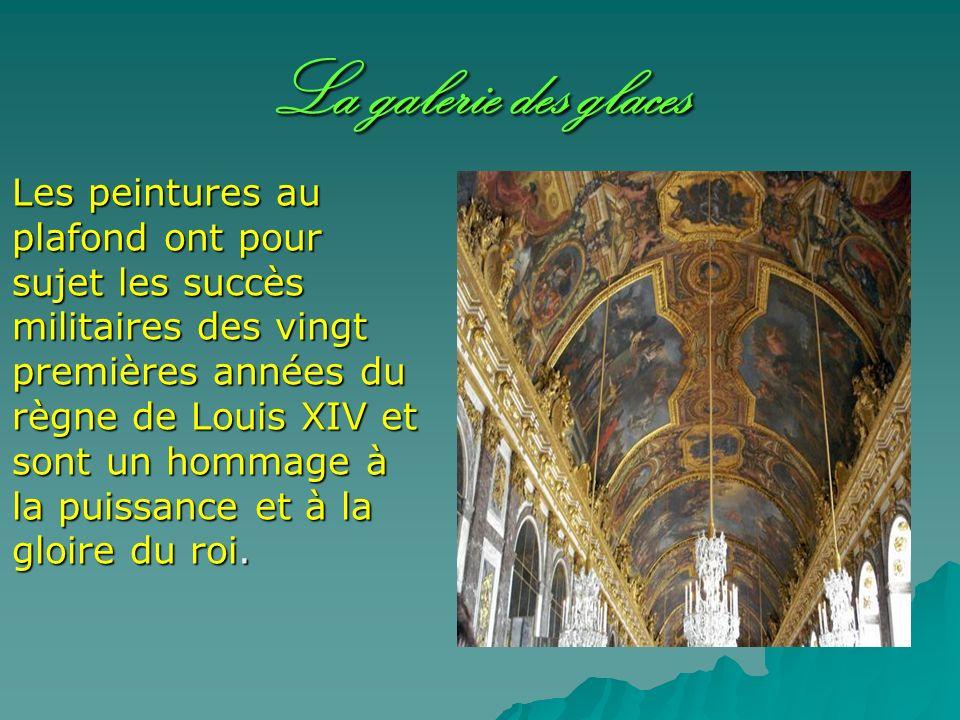 La galerie des glaces Les peintures au plafond ont pour sujet les succès militaires des vingt premières années du règne de Louis XIV et sont un hommag