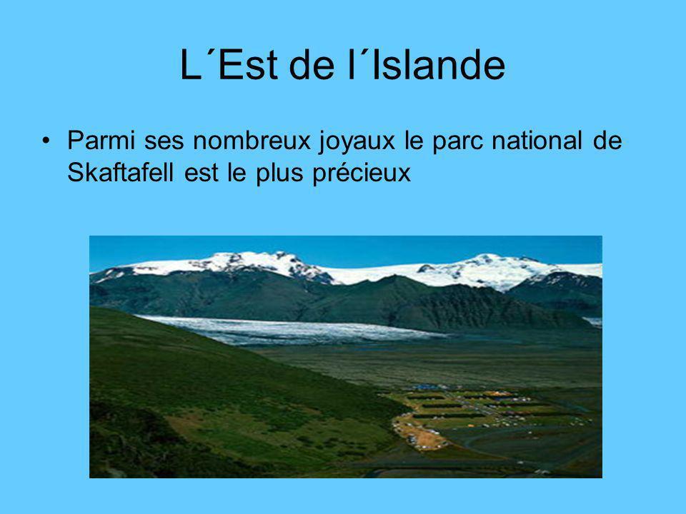 Le Sud de l´Islande Aucun visiteur ne peut se permettre de sauter le circuit du Cercle d´Or Þingvellir, Gullfoss et Geysir.