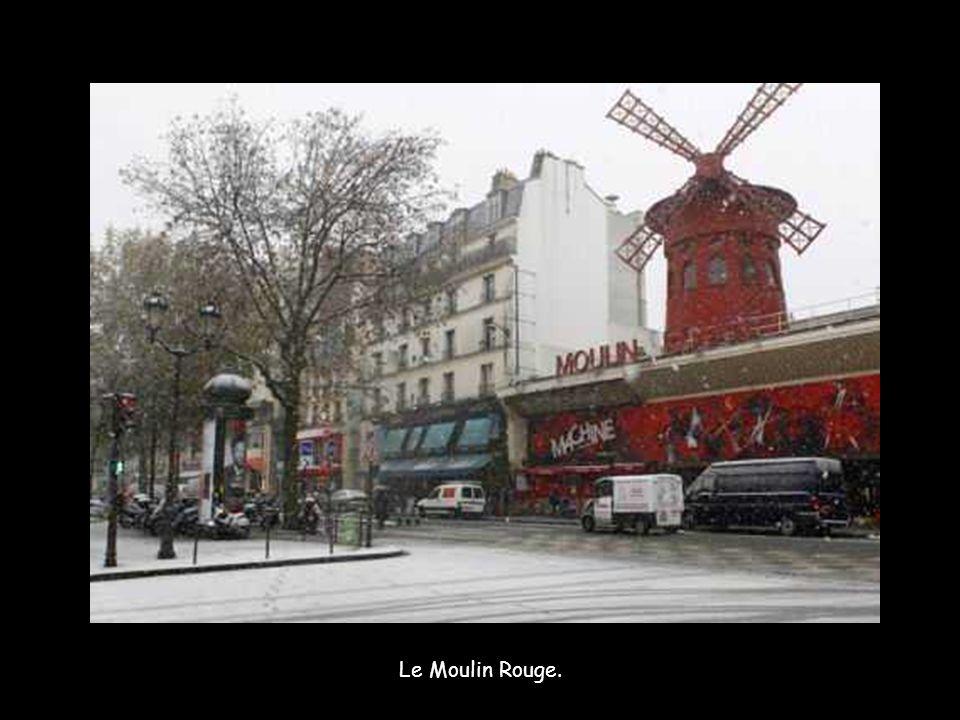 Le Moulin Rouge.