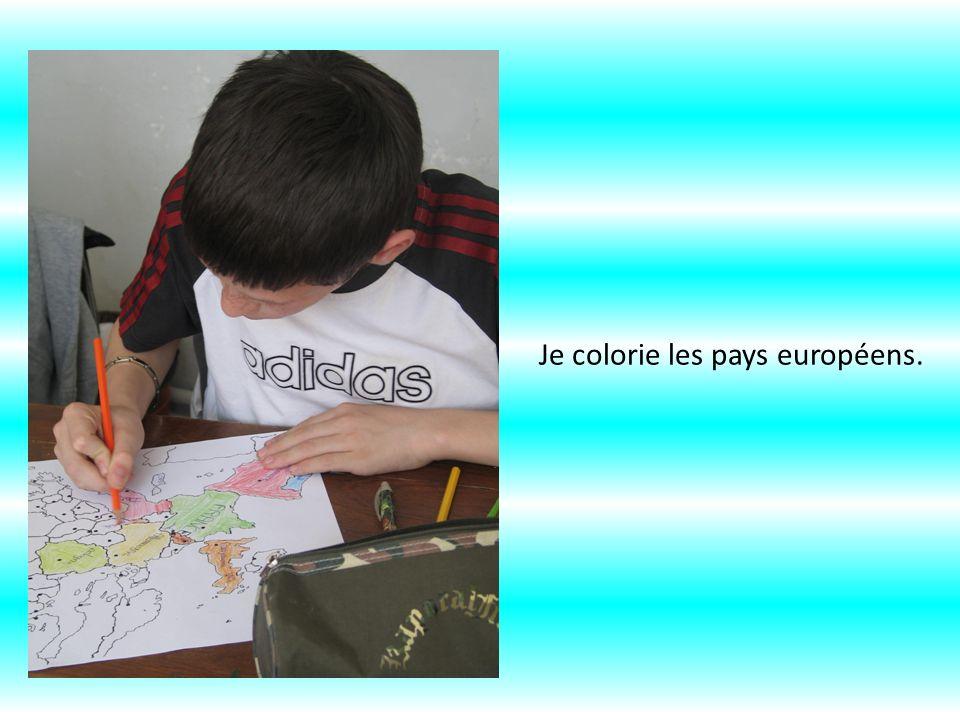Je colorie les pays européens.