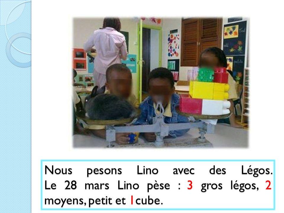 Nous pesons Lino avec des Légos. Le 28 mars Lino pèse : 3 gros légos, 2 moyens, petit et 1cube.