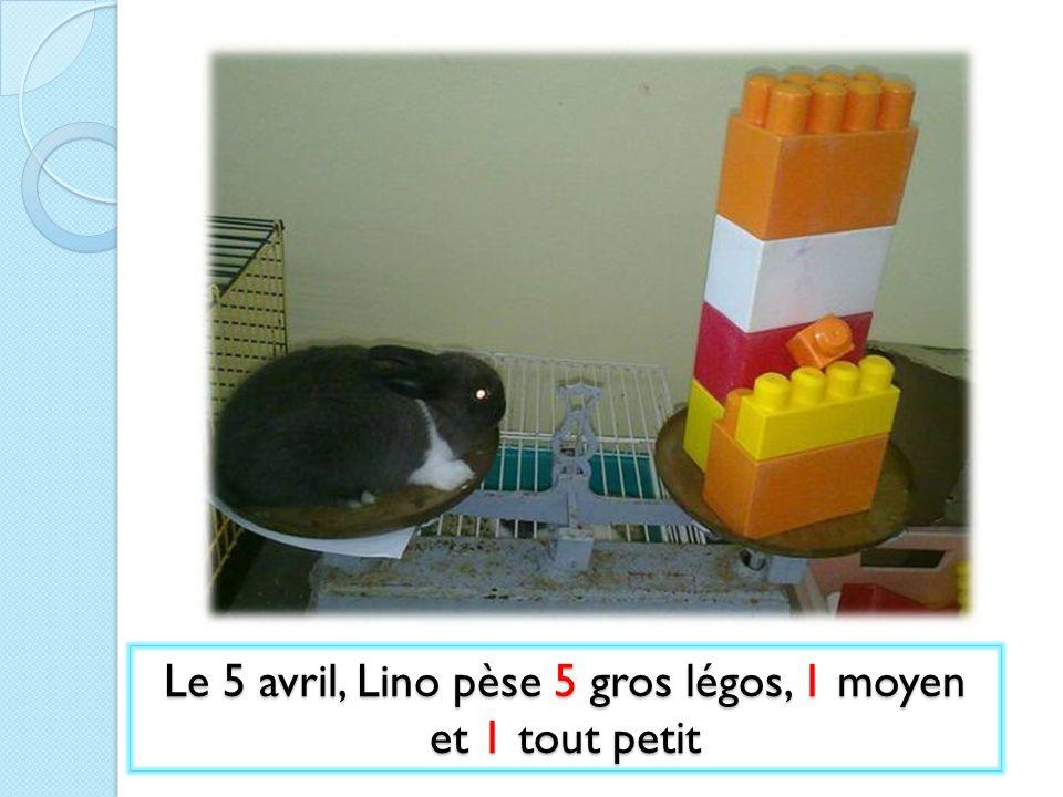 Le 5 avril, Lino pèse 5 gros légos, 1 moyen et 1 tout petit