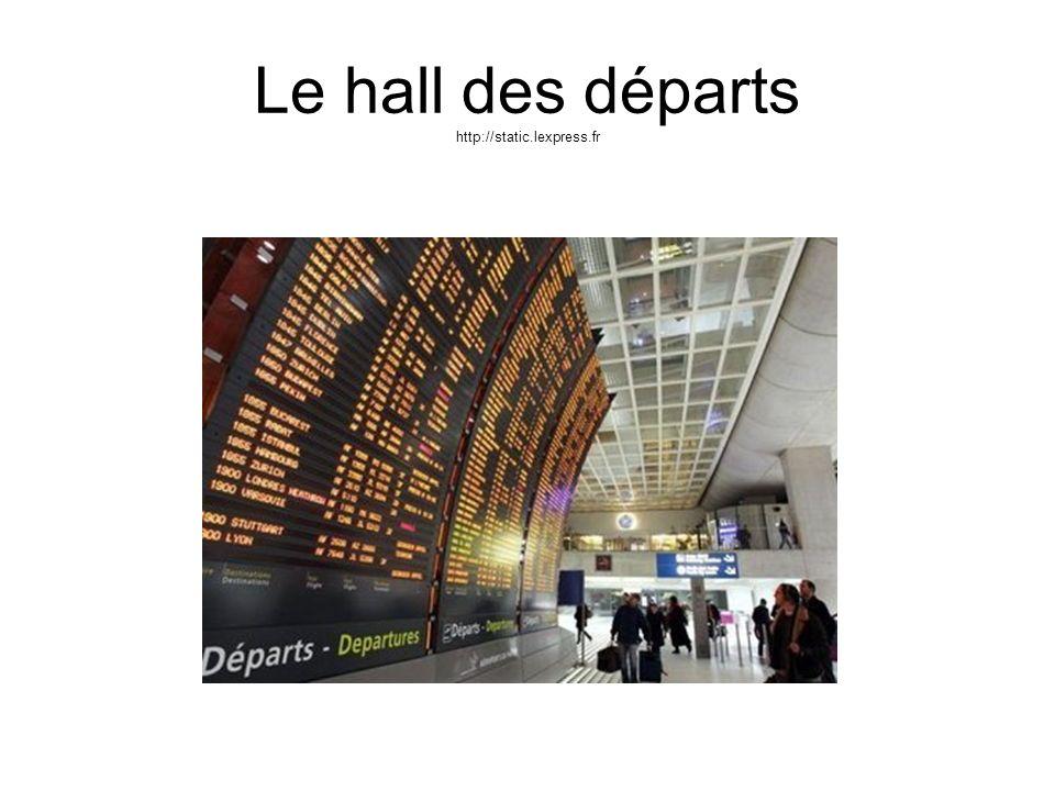 Le comptoir de la compagnie aérienne http://www.lefigaro.fr Enregistrer les bagages
