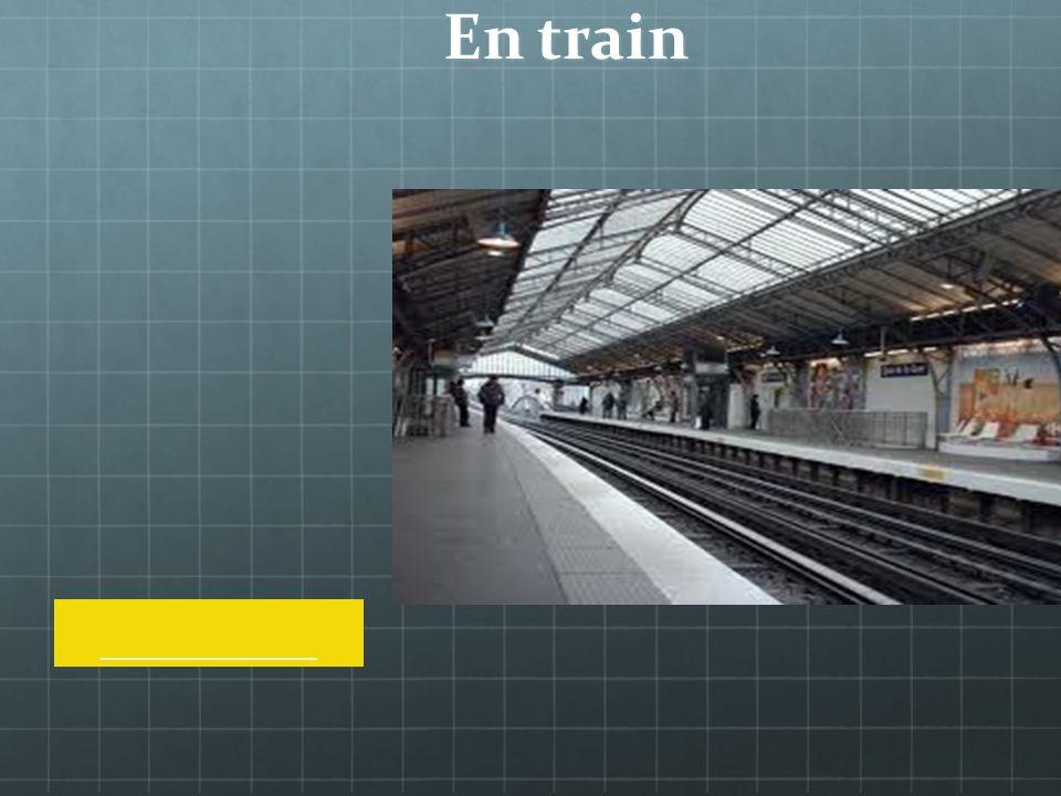 En train à la gare
