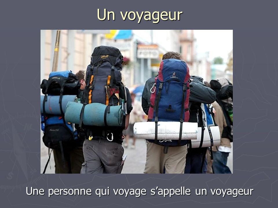 Un bagage On prépare les bagages quand on voyage. On y met les vêtements et les objets nécessaires.