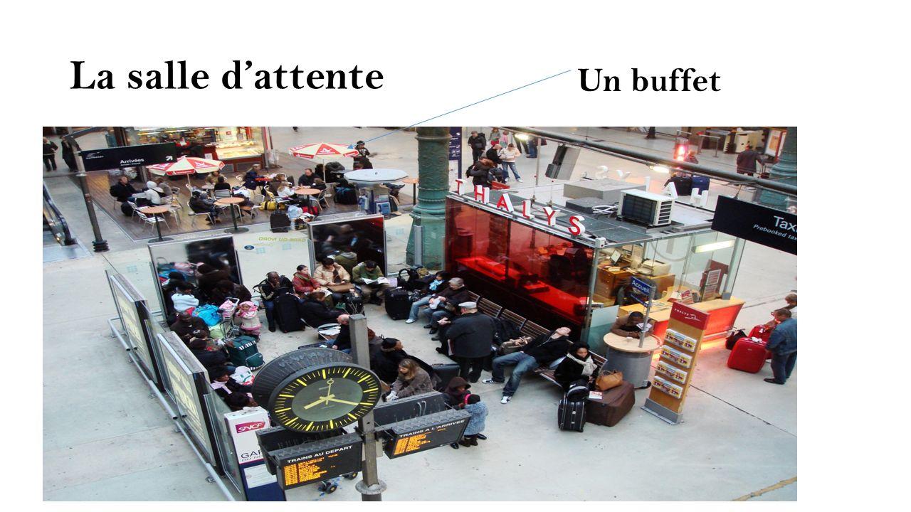 La salle dattente Un buffet
