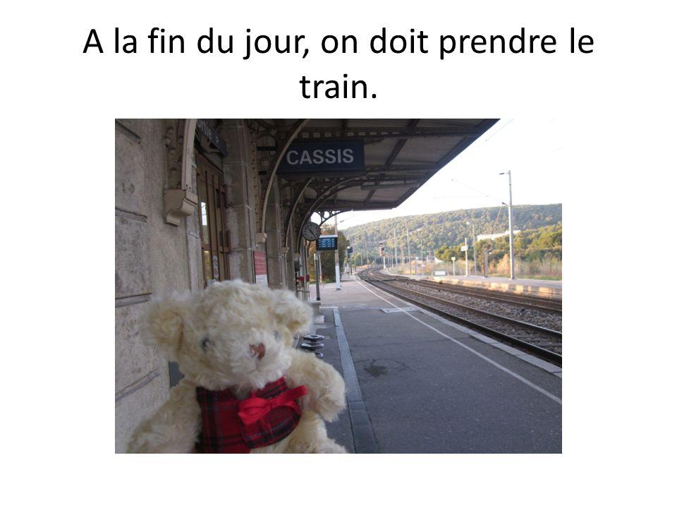 A la fin du jour, on doit prendre le train.