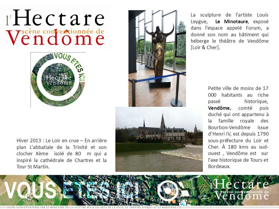 La sculpture de lartiste Louis Leygue, Le Minotaure, exposé dans lespace appelé Forum, a donné son nom au bâtiment qui héberge le théâtre de Vendôme [Loir & Cher].