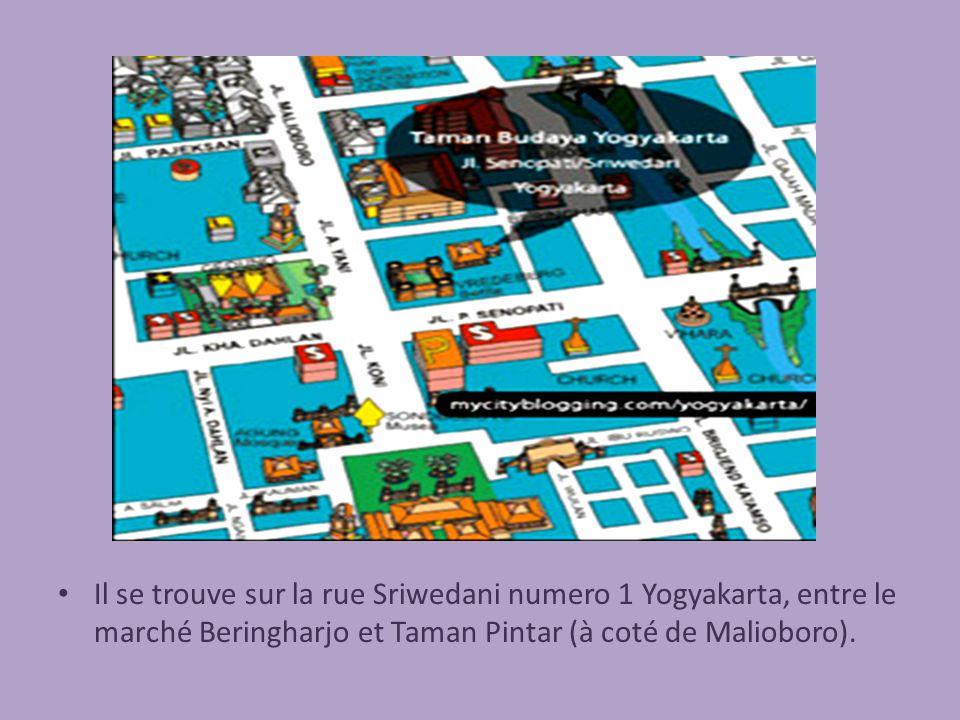Il se trouve sur la rue Sriwedani numero 1 Yogyakarta, entre le marché Beringharjo et Taman Pintar (à coté de Malioboro).