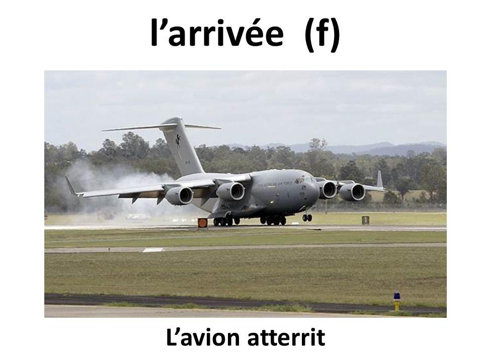 larrivée (f) Lavion atterrit
