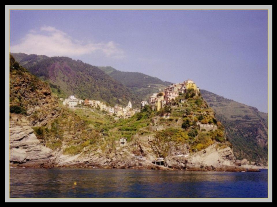 Corniglia, seul village nayant pas un accès direct à la mer parce que juché sur un promontoire rocheux de 100 m de haut. Clic