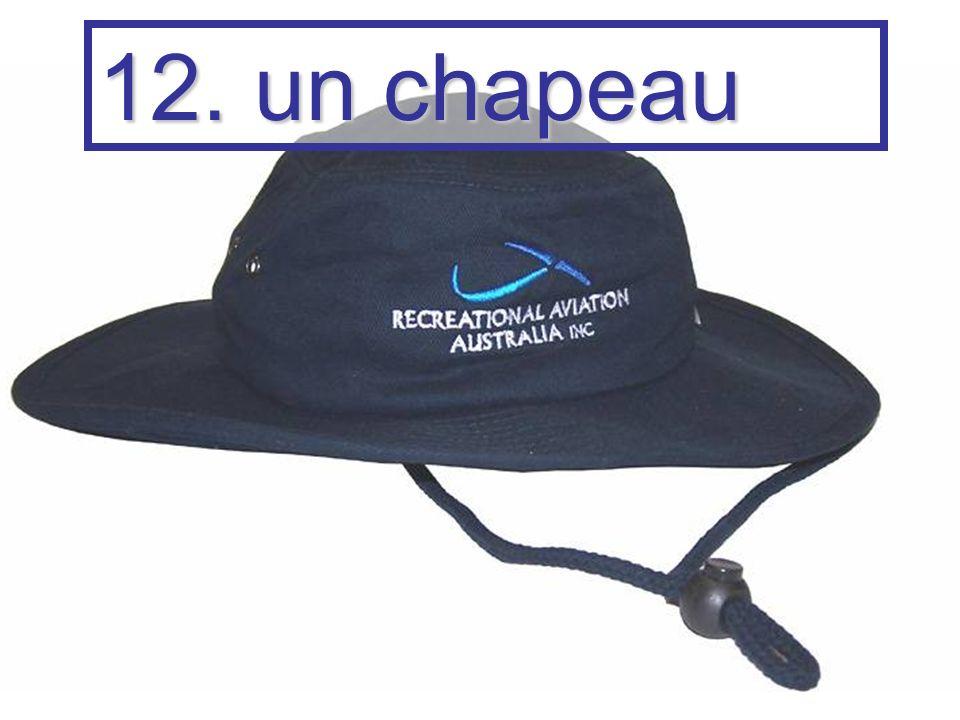 12. un chapeau