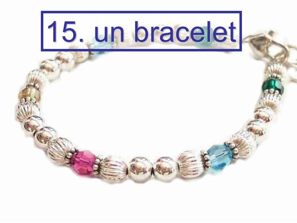 15. un bracelet