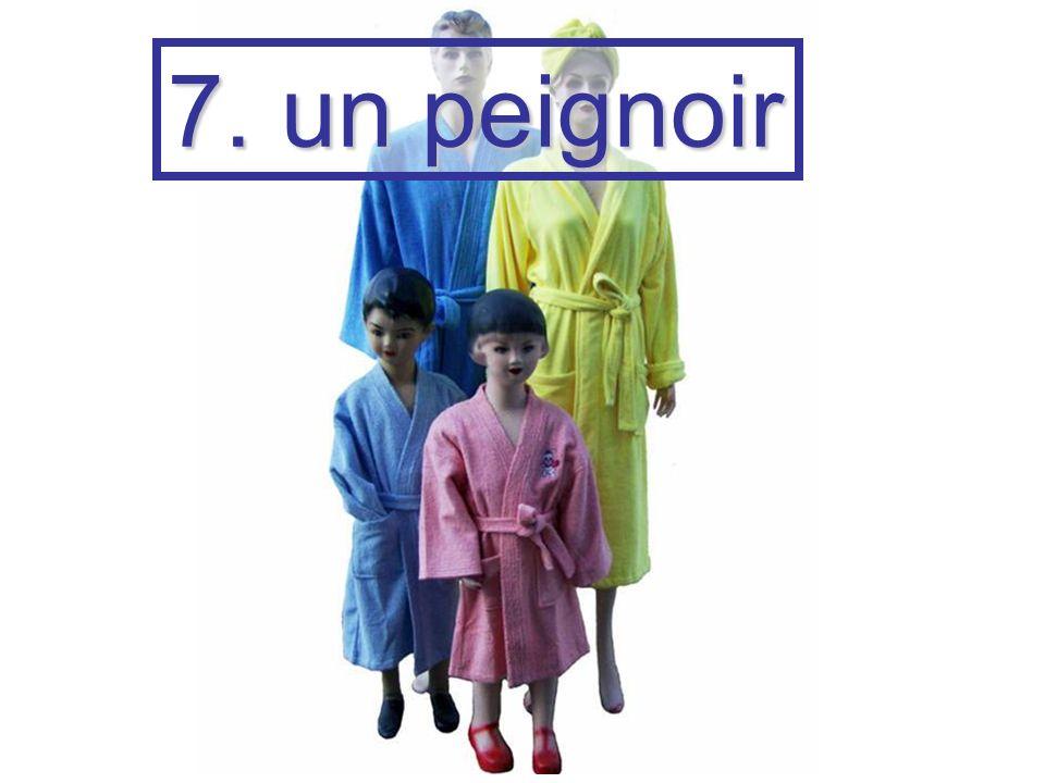 7. un peignoir