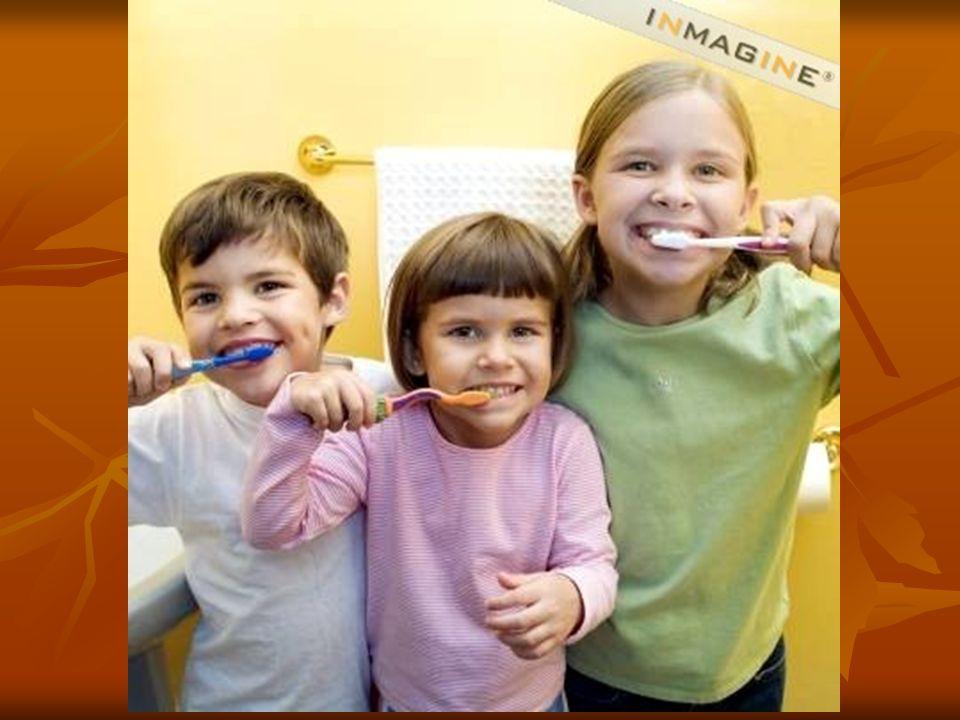 Ils se brossent les dents avec du dentifrice et une brosse à dents.