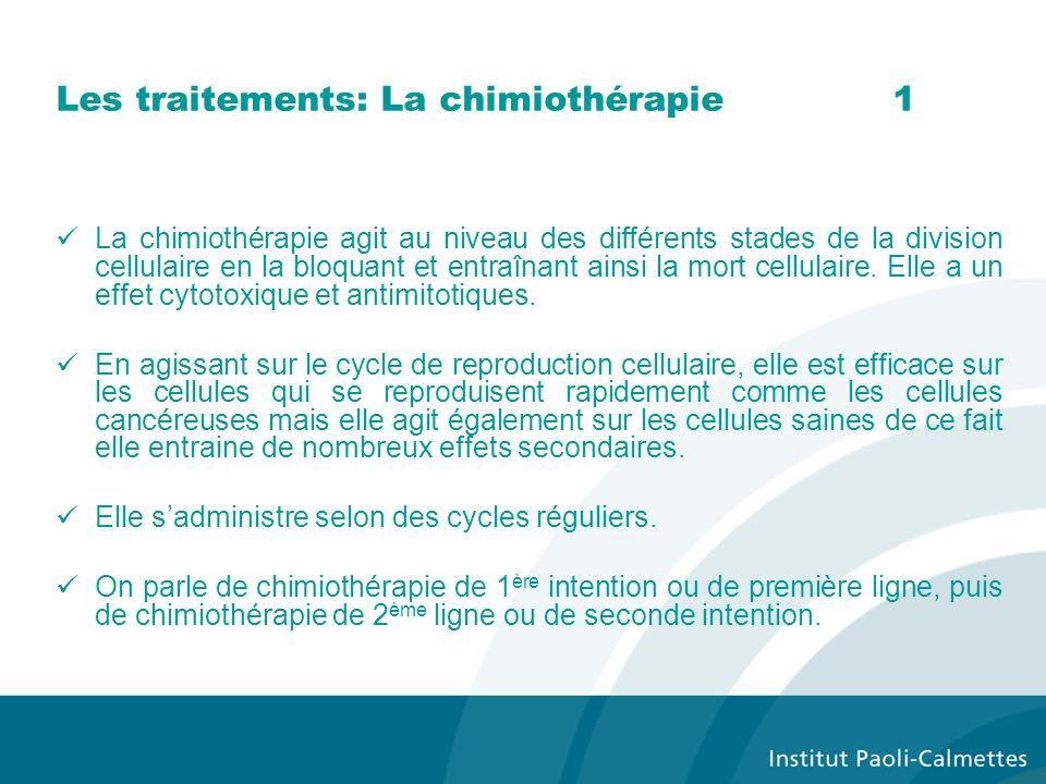 Les traitements: La chimiothérapie1 La chimiothérapie agit au niveau des différents stades de la division cellulaire en la bloquant et entraînant ains