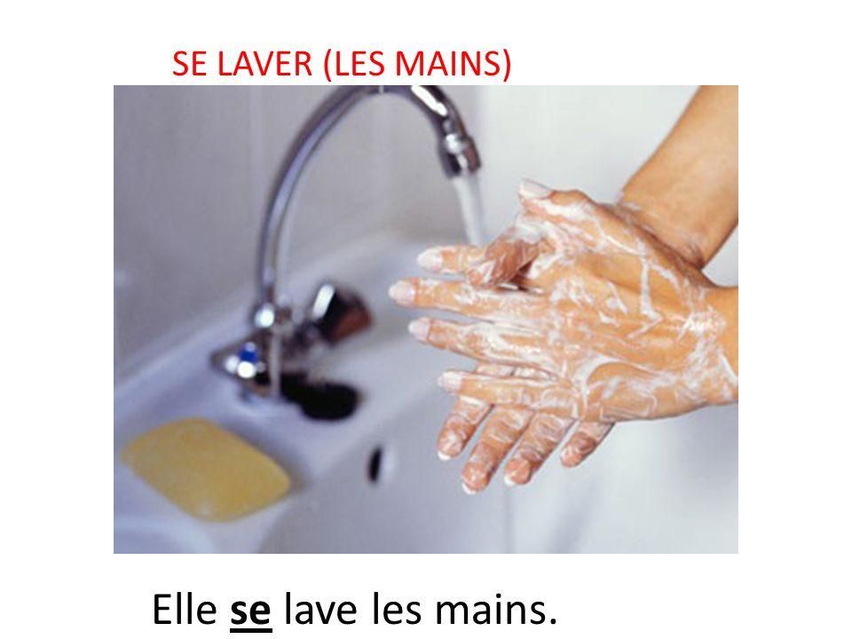 SE LAVER (LES MAINS) Elle se lave les mains.