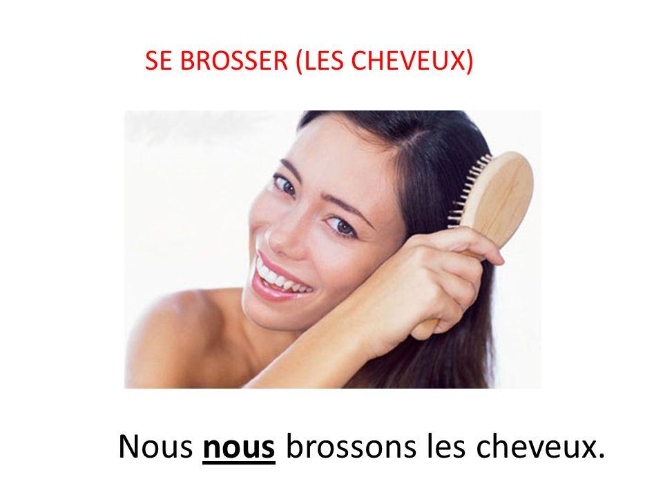 SE BROSSER (LES CHEVEUX) Nous nous brossons les cheveux.