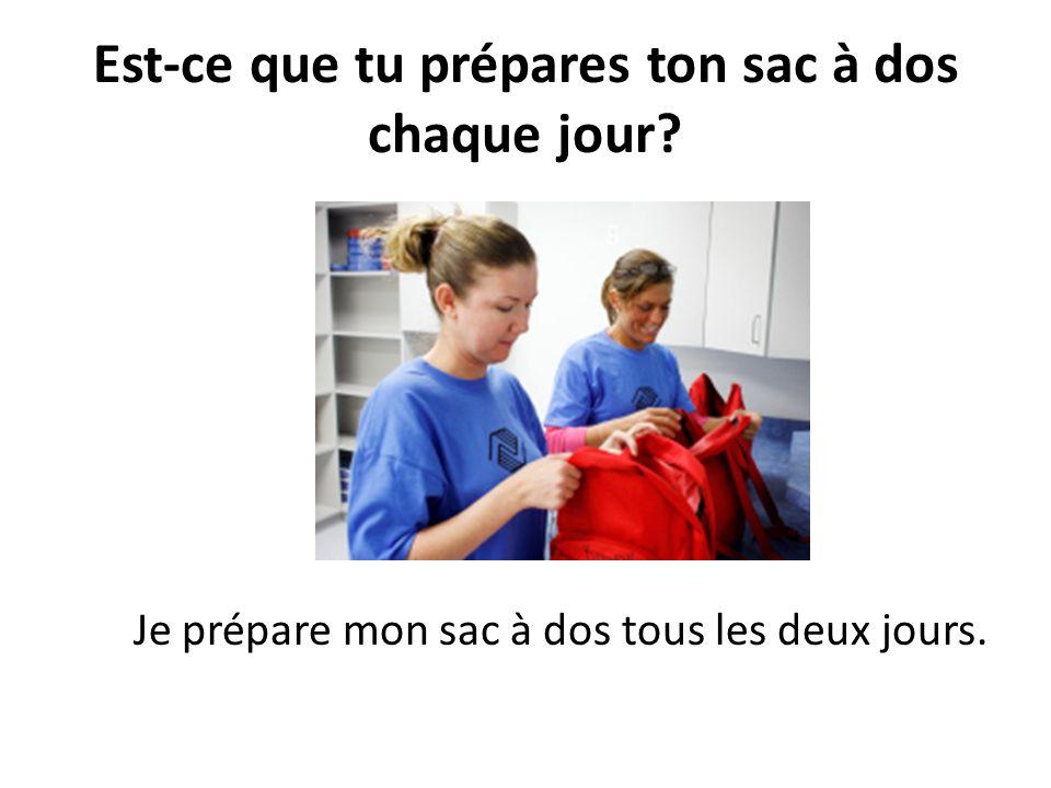 Est-ce que tu prépares ton sac à dos chaque jour? Je prépare mon sac à dos tous les deux jours.