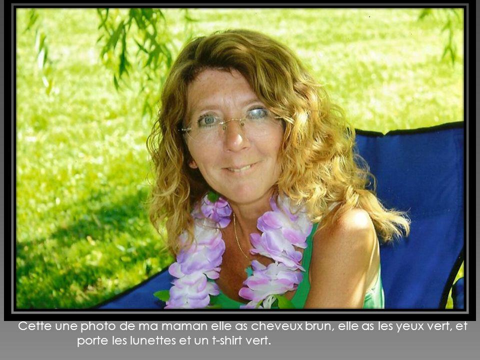 Cette une photo de ma maman elle as cheveux brun, elle as les yeux vert, et porte les lunettes et un t-shirt vert.