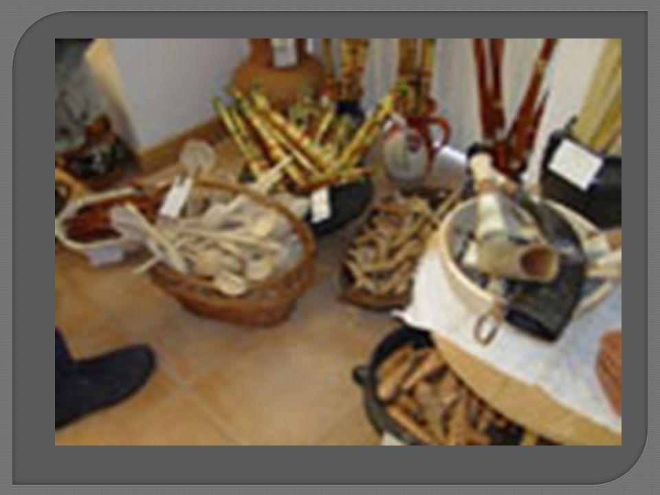En Roumanie, pour vous procurer des objets utilitaires à la traditionnelle vous navez pas besoin daller dans un musée dethnographie, mais sur nimporte quel marché aux légumes.