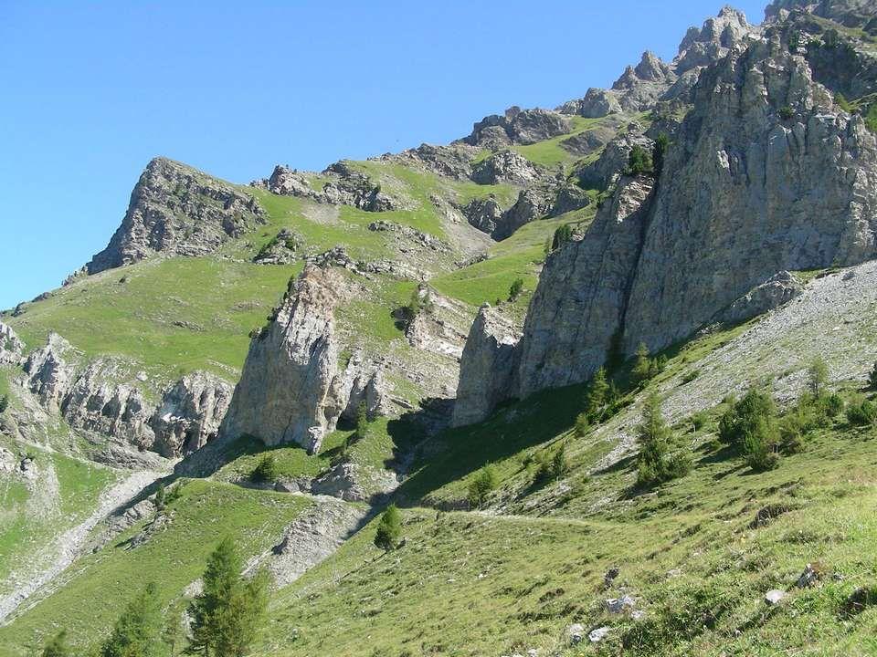 Après avoir grimpé sur ce petit chemin Nous passons un petit col Rionda à 2156 mètres Et après cest un chemin tout plat qui nous attend pour rejoindre