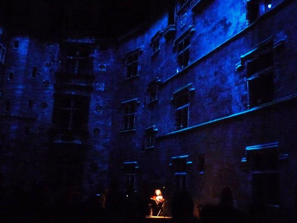 Le clou du spectacle se déroule dans la cour intérieure du château.