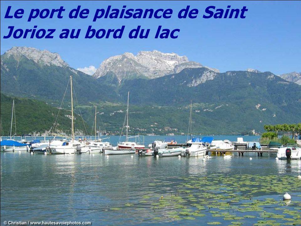 Le Petit Lac, le village de Doussard et la montagne du Charbon