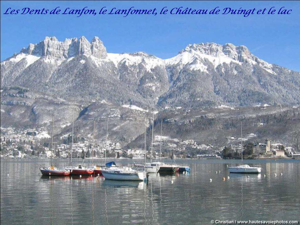 L'embarcadère du port de Saint Jorioz au bord du lac