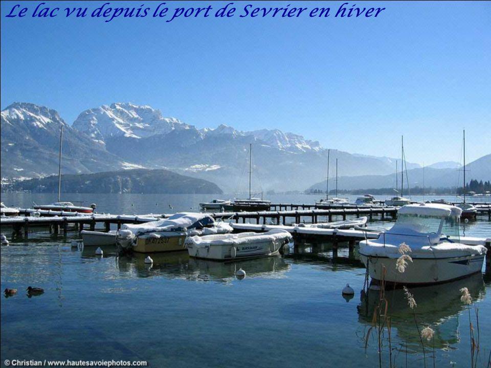 Lac d'Annecy vu d'un parapente