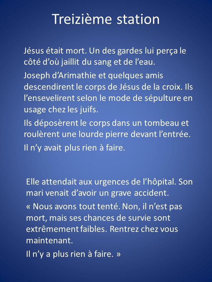 Jésus était mort. Un des gardes lui perça le côté doù jaillit du sang et de leau. Joseph dArimathie et quelques amis descendirent le corps de Jésus de