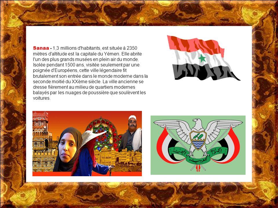 La république du Yémen est un pays situé à la pointe sud-ouest de la péninsule Arabique; elle possède des façades maritimes sur le golfe dAden et sur