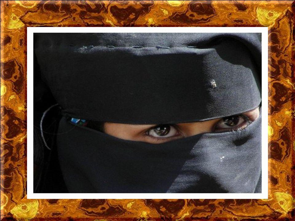 Parallèlement au henné on pratique au Yémen le bodypainting au khidab. Surtout dans les hautes montagnes autour de la capitale Sanaa', on préfère cett