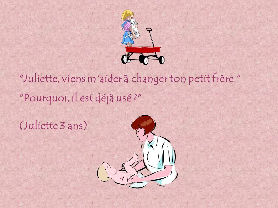 Juliette, viens m aider à changer ton petit frère. Pourquoi, il est déjà usé ? (Juliette 3 ans)