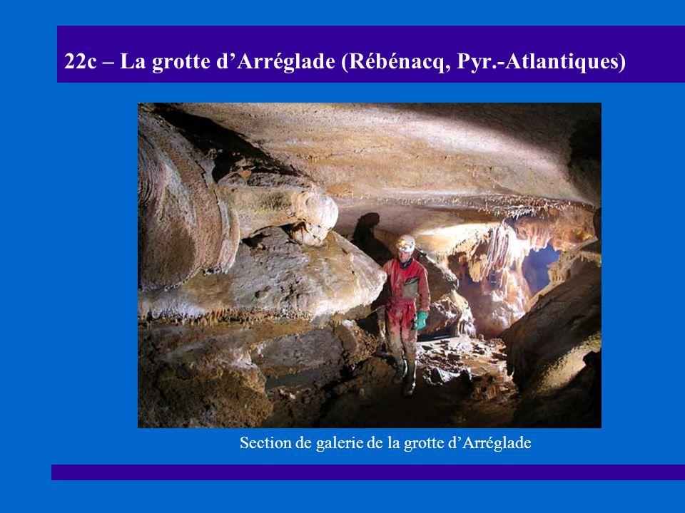 22d – La grotte dArréglade (Rébénacq, Pyr.-Atlantiques) Lapiaz de voûte dans les parties basses de la grotte : il sagit danciennes galeries colmatées par lélévation du niveau de base de la vallée.