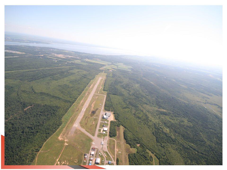 Équipements en place Station Unicom en opération tous les jours de 7h à 20h, sauf Noël et le Jour de lAn Systèmes dapproche NDB et GPS Système de feux dapproche ODALS PAPI aux deux extrémités de la piste 05-23 Caméras météo visibles sur le site de NAV Canada Station météo non-opérationnelle (NAV Canada et Environnement Canada se lancent la balle)