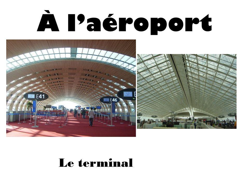 À laéroport Le terminal
