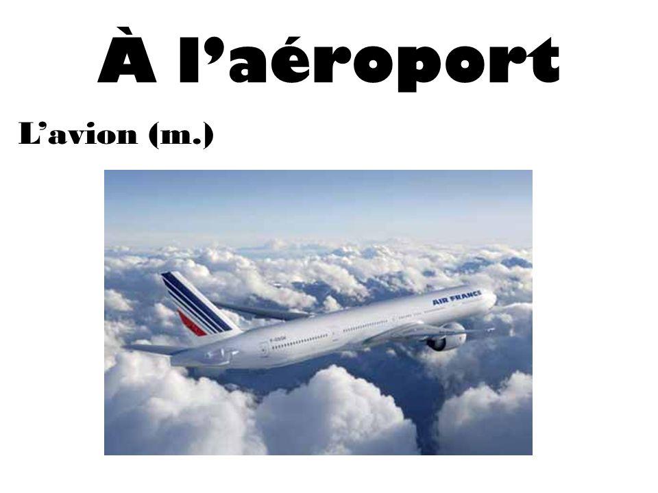 À laéroport Lavion (m.)