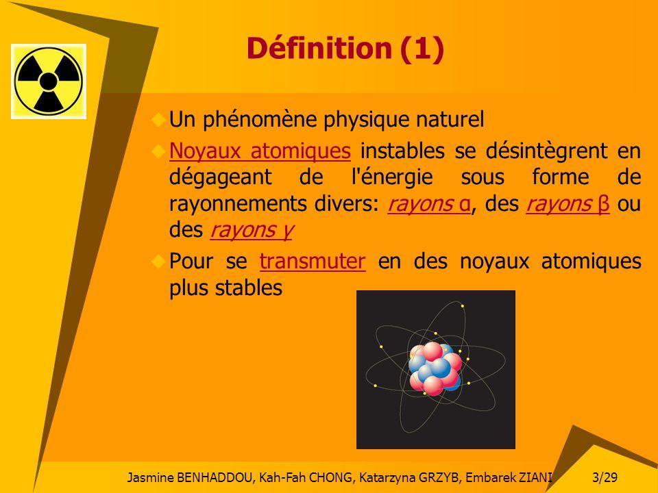 3/29 Jasmine BENHADDOU, Kah-Fah CHONG, Katarzyna GRZYB, Embarek ZIANI Définition (1) Un phénomène physique naturel Noyaux atomiques instables se désin