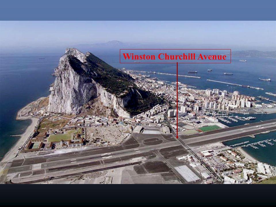 LAvenue Winston Churchill croise la piste de l'aéroport. La route est donc fermée à chaque fois qu'un avion atterrit ou sort.