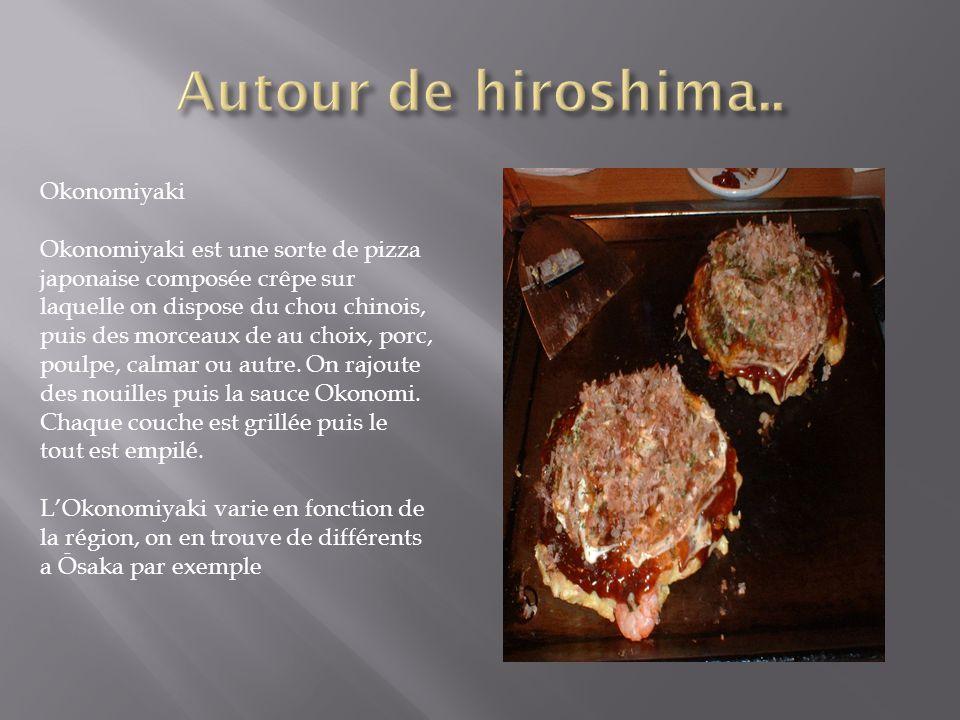 Okonomiyaki Okonomiyaki est une sorte de pizza japonaise composée crêpe sur laquelle on dispose du chou chinois, puis des morceaux de au choix, porc,