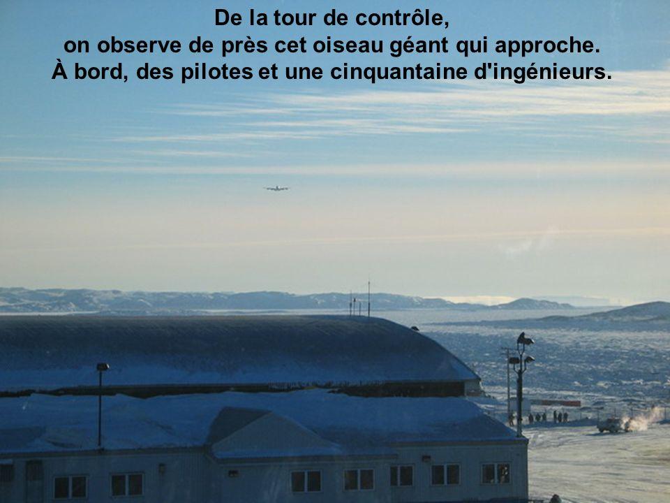 De la tour de contrôle, on observe de près cet oiseau géant qui approche.